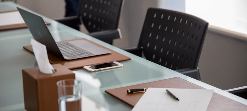 this is a decorative rigid desk pad made in genuine leather which is bound to be a success at the office or even in your house it protects your table from