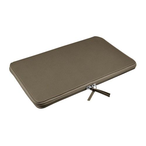 Funda de portátil con cremallera MacBook Air - 11 pulgadas - Marrón topo - Piel Grano