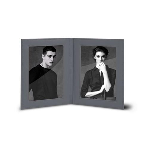 Bilderrahmen für 2 Fotos, 14,5 x 19 cm - Mausgrau - Leder in Krokodil- Optik
