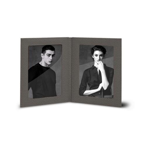 Bilderrahmen für 2 Fotos, 14,5 x 19 cm - Mausgrau - Genarbtes Leder