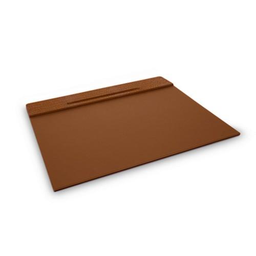 Customisable desk blotter (40 x 35.5 cm) - Camel - Crocodile style calfskin