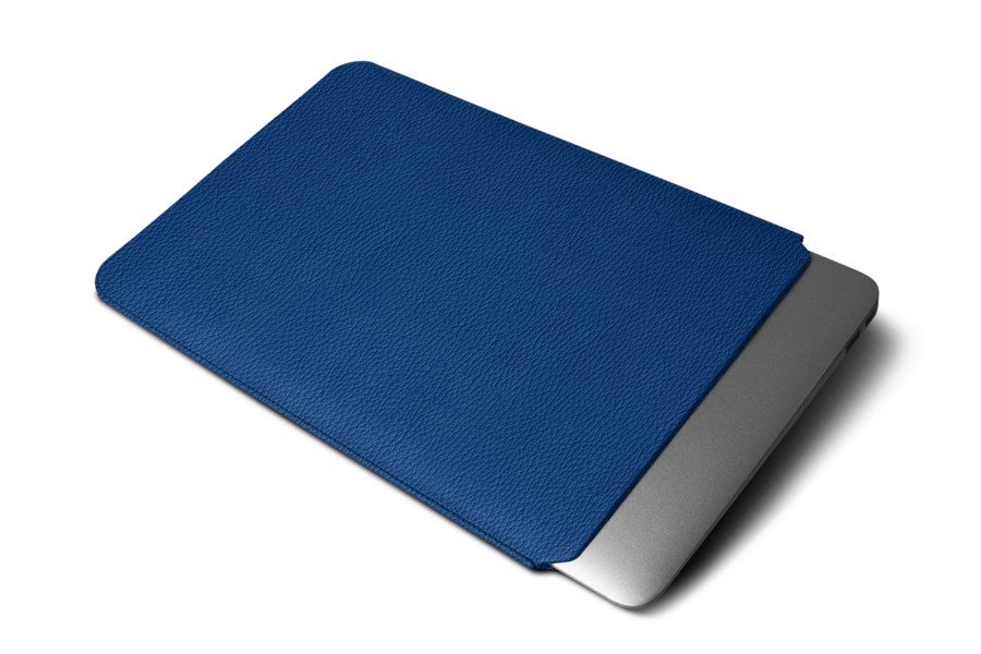 Housse macbook air 13 pouces bleu roi cuir grain for Housse macbook 13