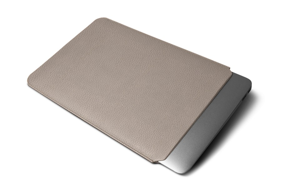 Housse macbook air 13 pouces taupe clair cuir grain for Housse macbook air