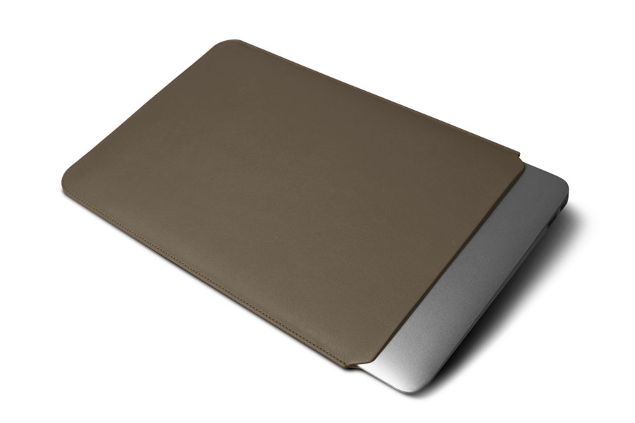 Housse macbook air 13 pouces taupe fonc cuir lisse for Housse macbook air 13