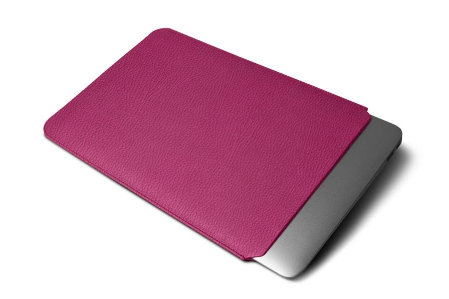 housse en cuir macbook pro 13 touch bar 2016 fuchsia cuir grain. Black Bedroom Furniture Sets. Home Design Ideas