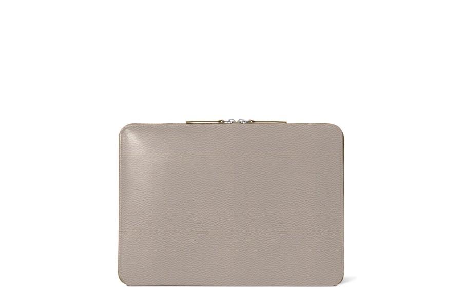 housse zipp e en cuir macbook pro 13 touch bar 2016 taupe clair cuir grain. Black Bedroom Furniture Sets. Home Design Ideas