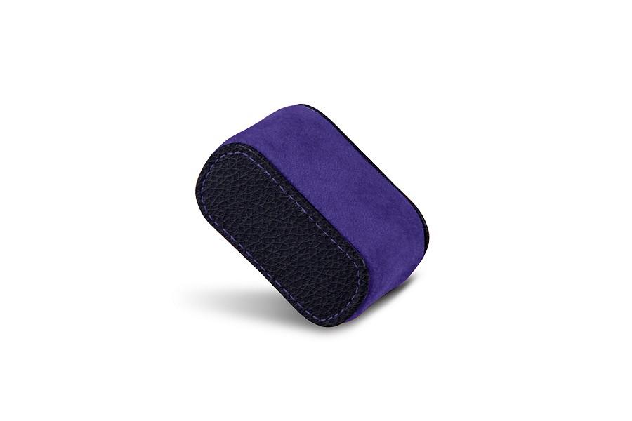 coussin en cuir pour une montre homme violet cuir grain. Black Bedroom Furniture Sets. Home Design Ideas