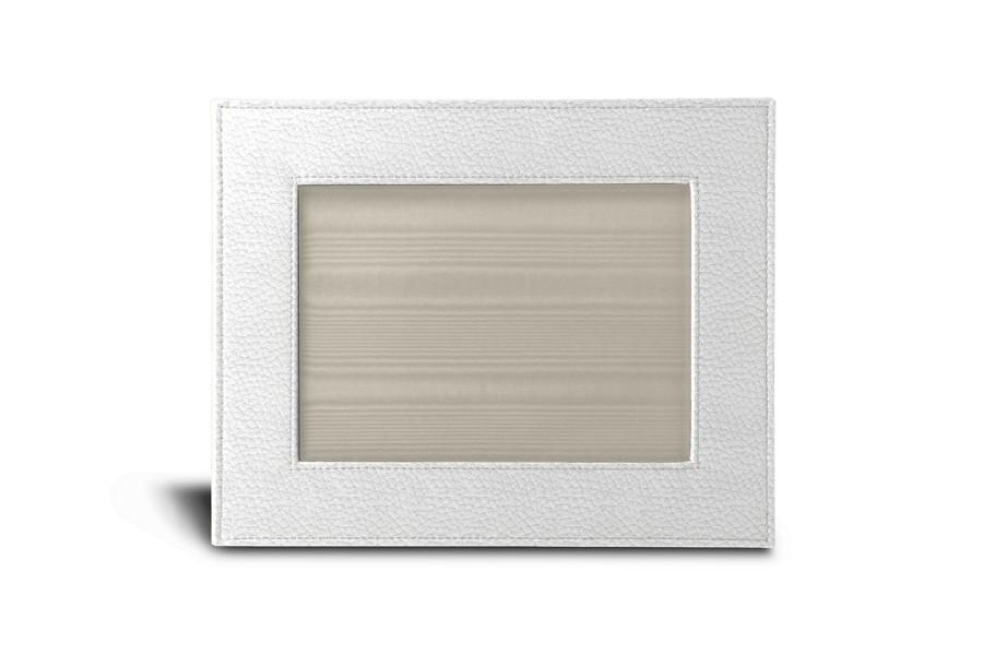 petit cadre photo 24 x 19 cm blanc cuir grain albums cadres photos bureau. Black Bedroom Furniture Sets. Home Design Ideas