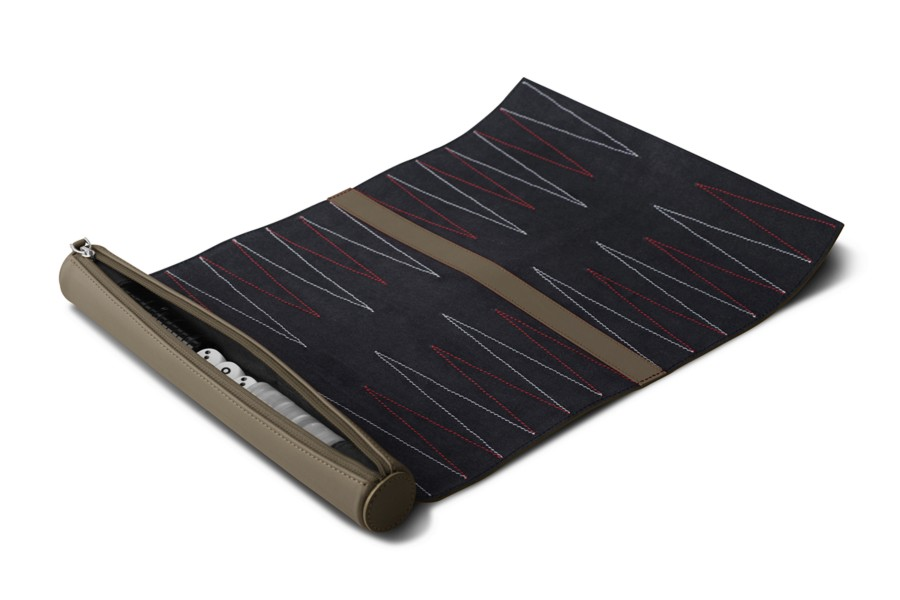 jeu de backgammon de voyage en cuir taupe fonc cuir lisse. Black Bedroom Furniture Sets. Home Design Ideas