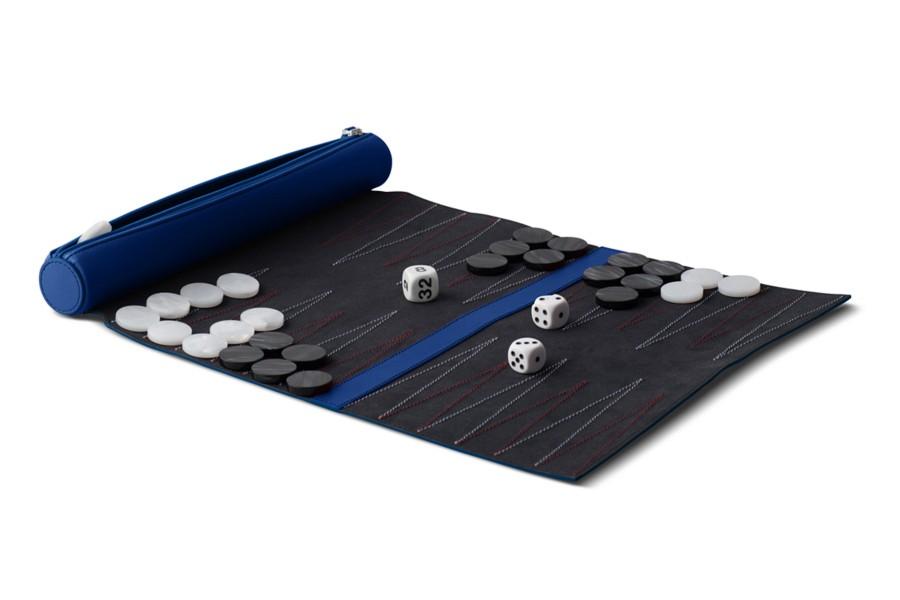 Juego de backgammon de viaje.